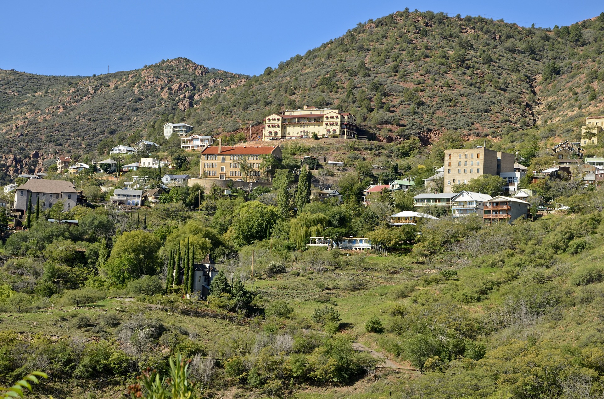 Jerome, Arizona \\ These 7 Arizona Weekend Road Trips are a great way to get away a day or two and see everything that Arizona has to offer!