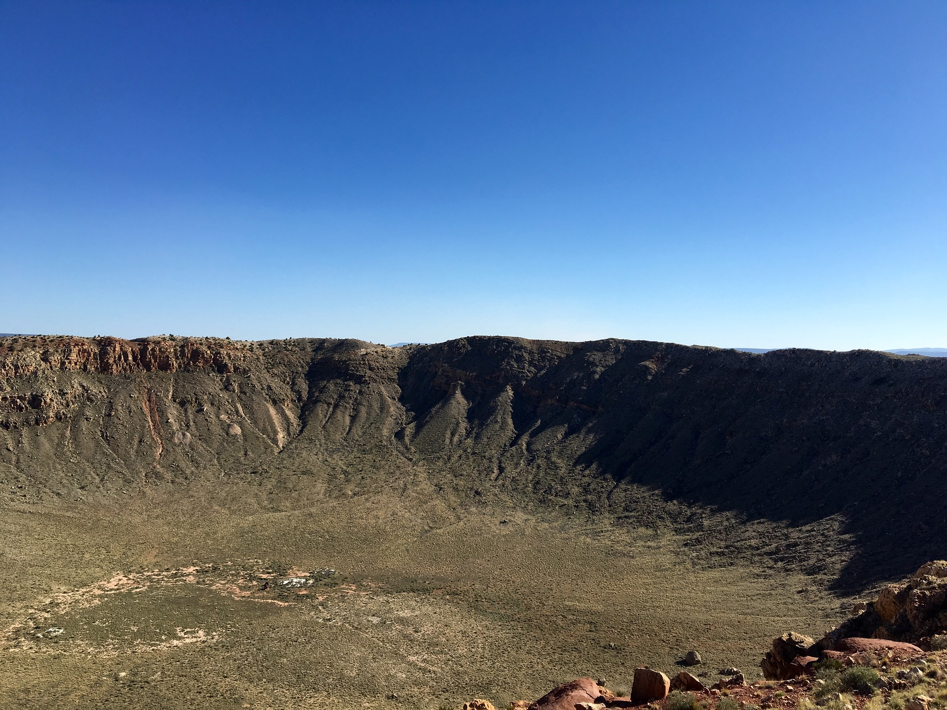 Arizona Meteor Crater \\ These 7 Arizona Weekend Road Trips are a great way to get away a day or two and see everything that Arizona has to offer!