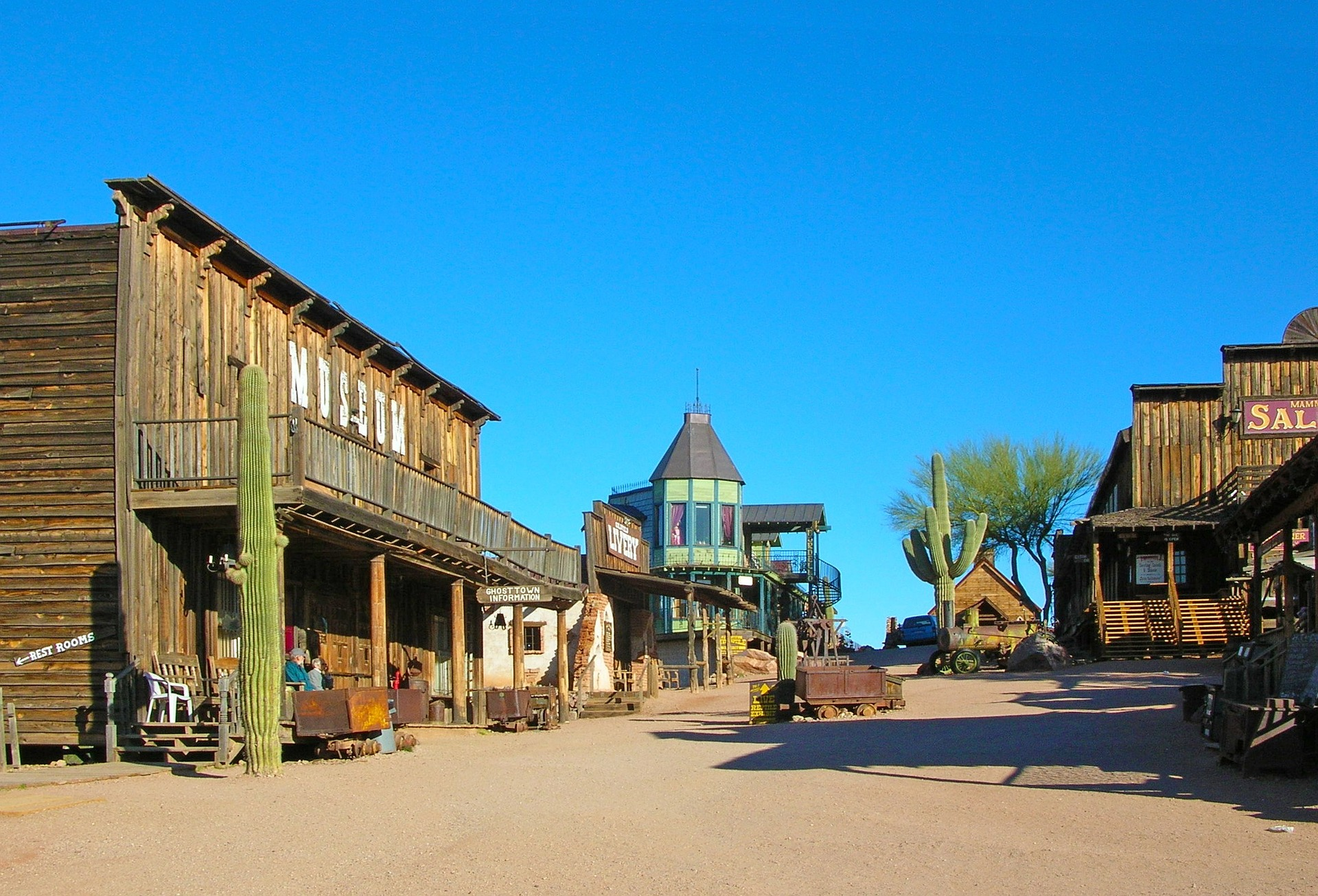 A strike in gold back in 1892 once put Goldfield on the map - now, it's a reconstructed 1890's town that features gold mine tours, Old Western Gunfights, a historical museum and more. #Arizona #kids #history #Phoenix #Mesa