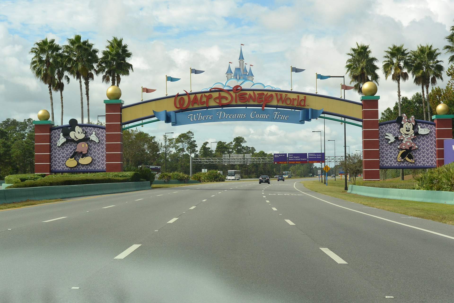 Disneyland and Disney World are two of the most magical places on earth! Find out how both compare and what makes each park unique.