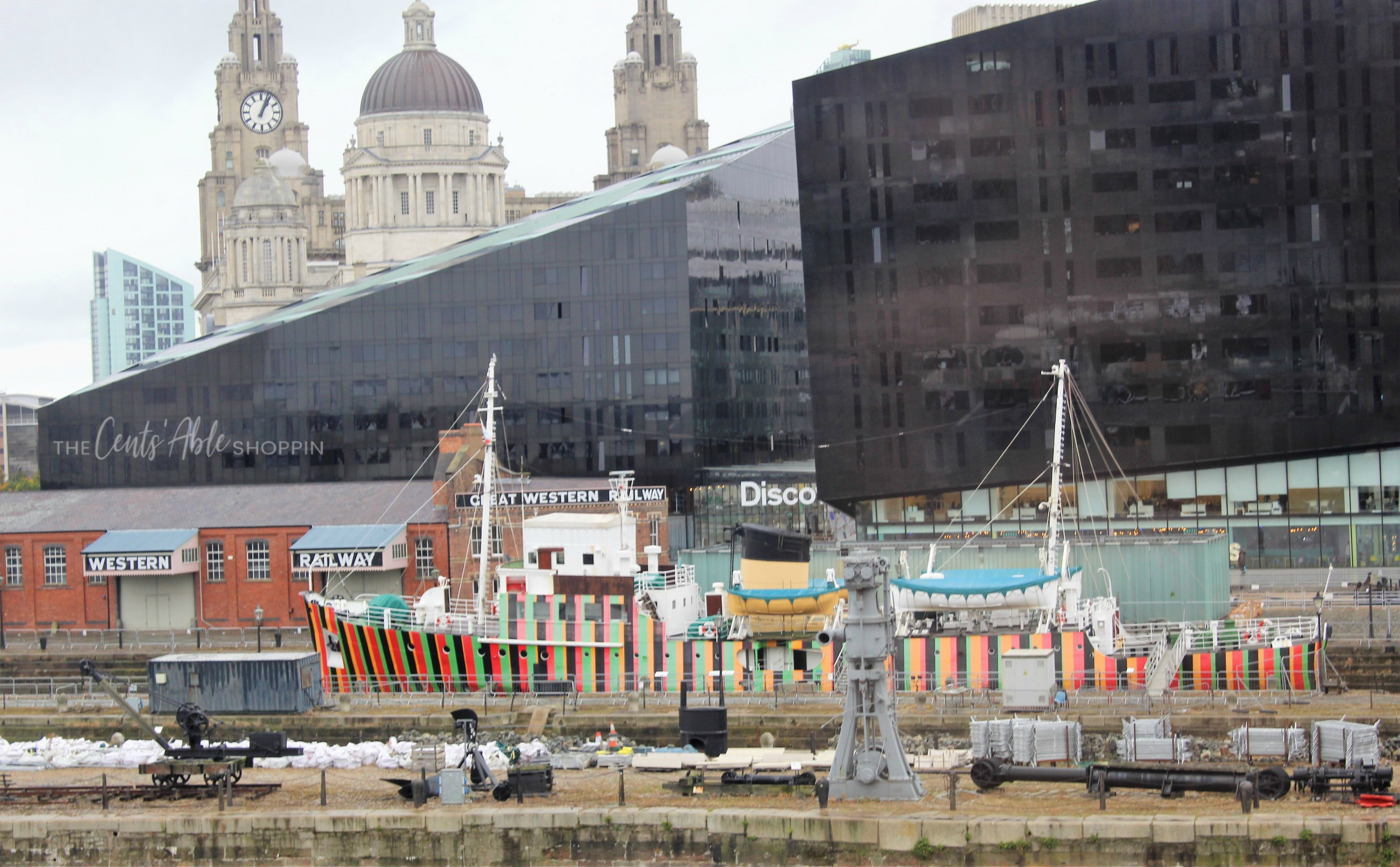 Explore Liverpool, England! Beatles fans flock to this beautiful city for its musical culture and nightlife - there's so much to see and do!  #Liverpool #England #UnitedKingdom