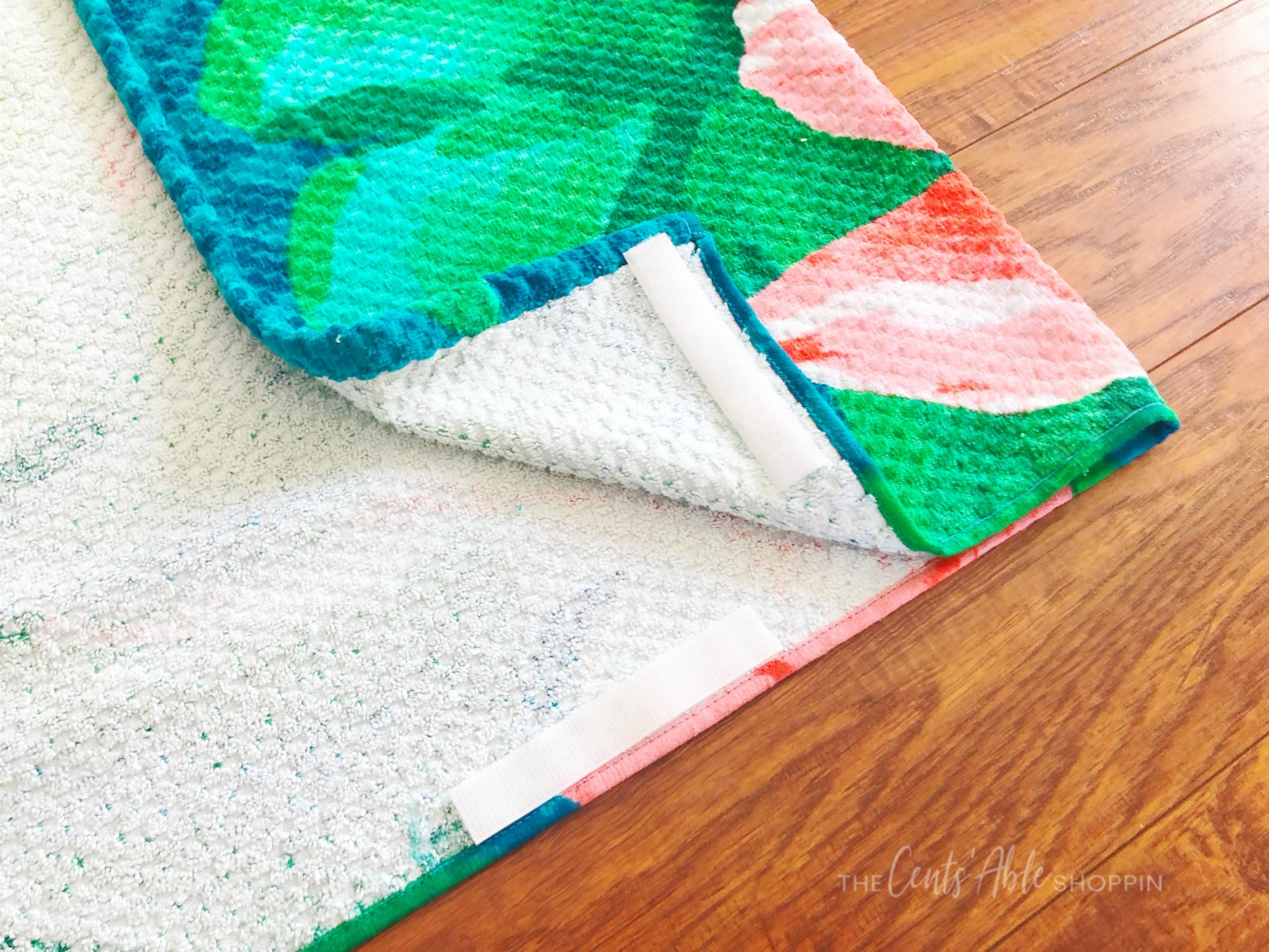 More Velcro on Beach Towel \\ This simple beach towel DIY takes just minutes and will prevent your towel from slipping off your chair when relaxing around the pool or beach this summer!